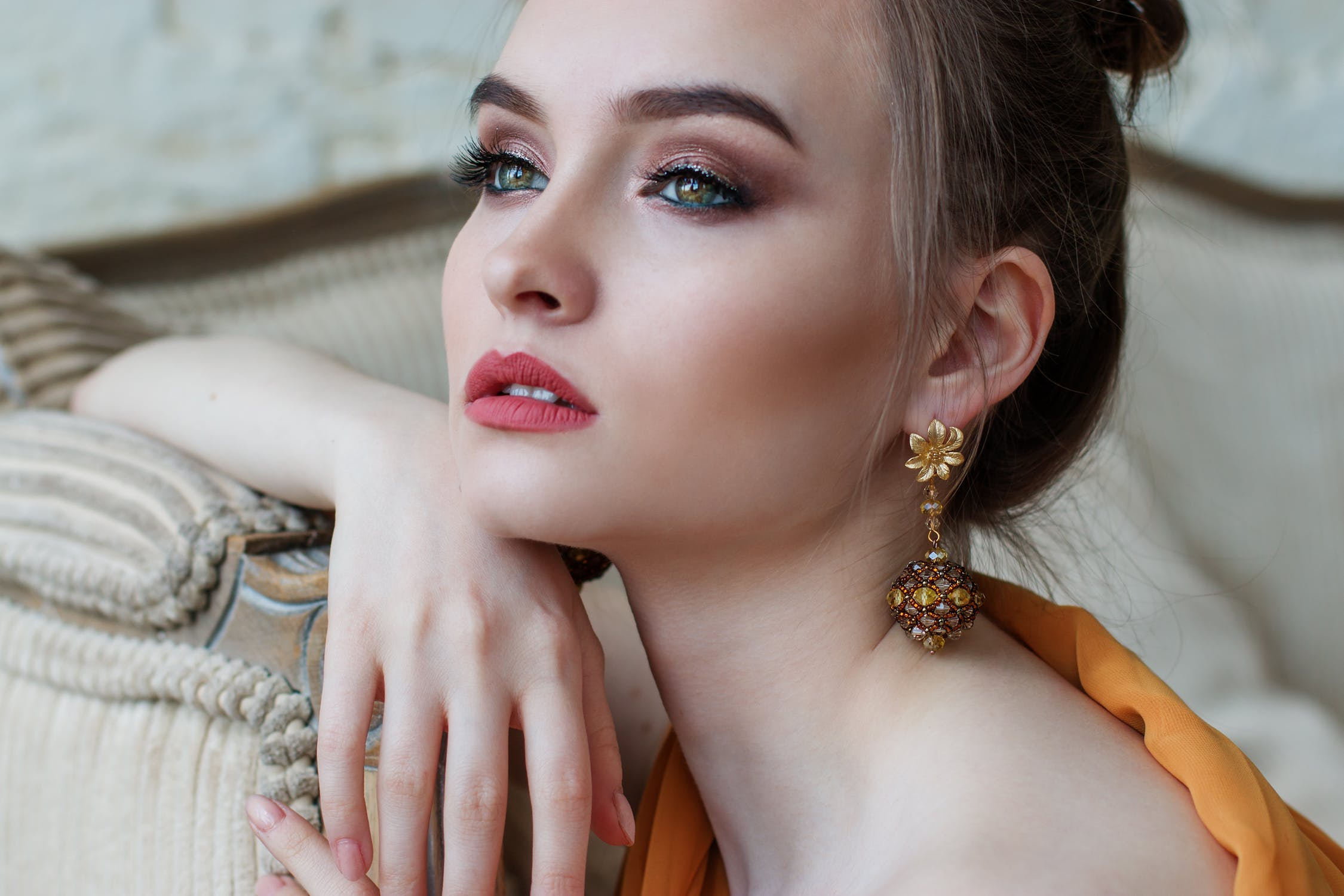 6 Best And Simple Makeup Tricks To Appear Beautiful 9